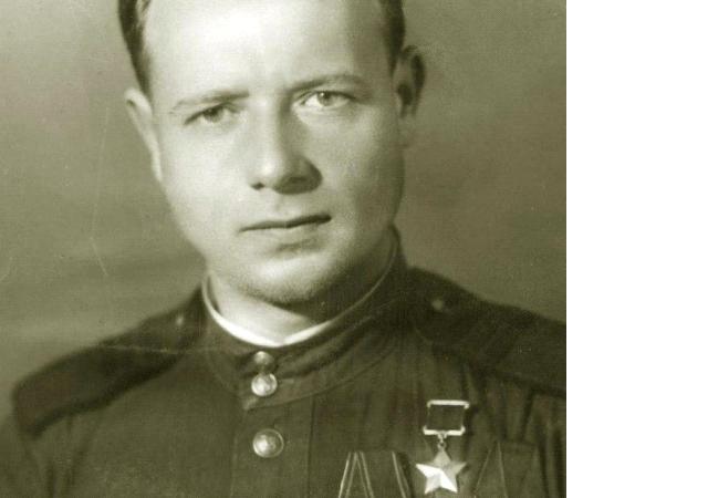 Ивашуров Сергей Тимофеевич                        младший лейтенант               Герой Советского Союза