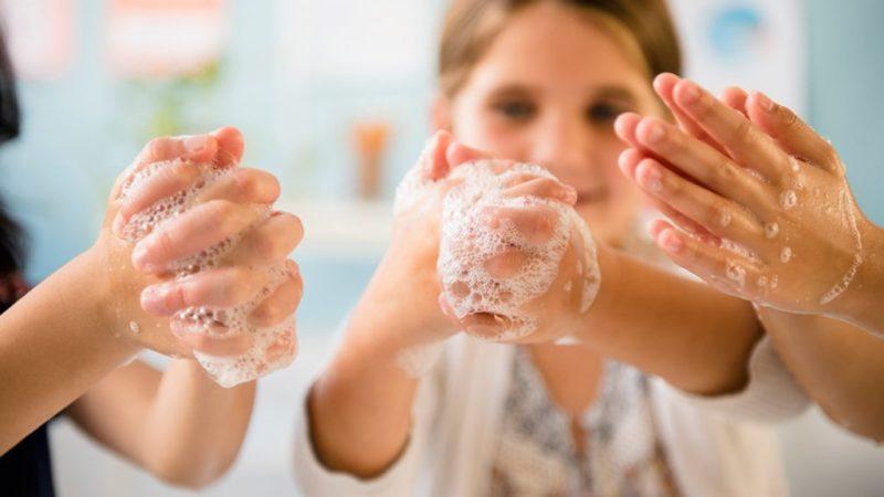 Мыло или антисептик? Что лучше убивает коронавирус