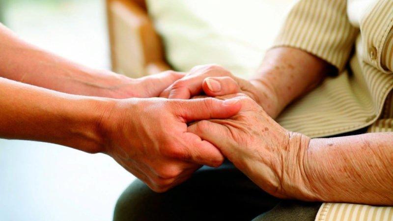 Требуется помощница для пожилой женщины.