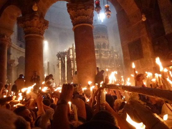 Чудо схождения Благодатного огня на Гробе Господнем