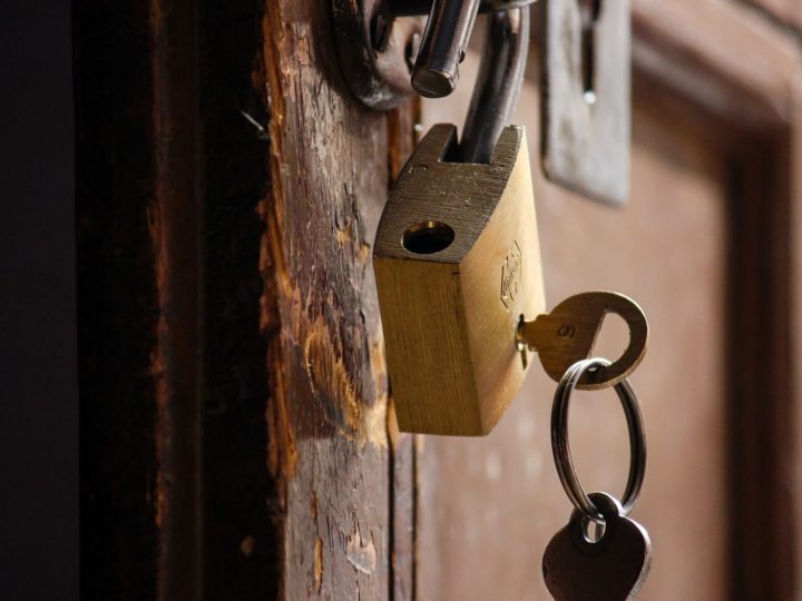 Оставил ключ вору
